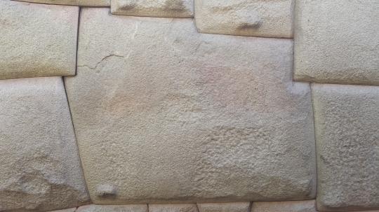 La pierre à 12 angles