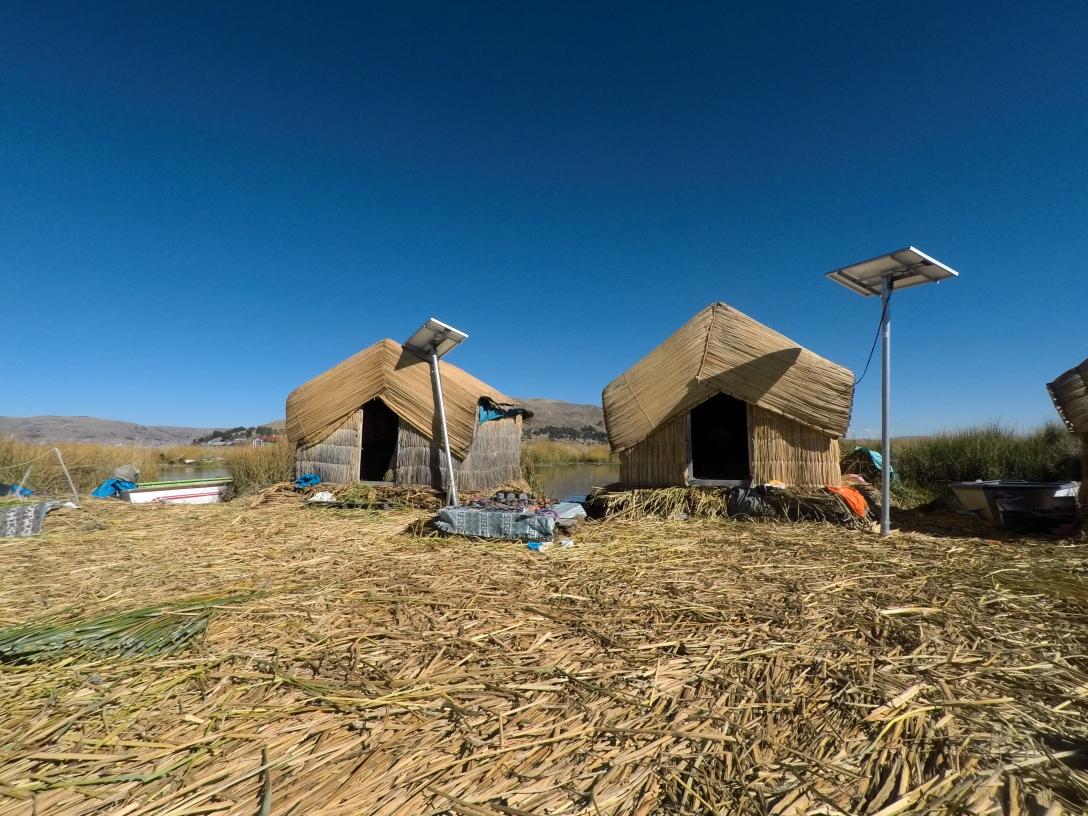 Maisons sur les îles d'Uros