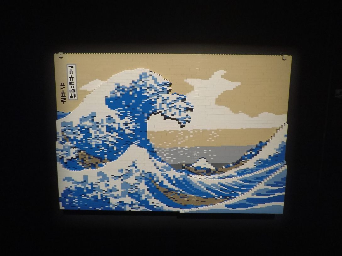 The art of the bricks Moscow Hokusai vague