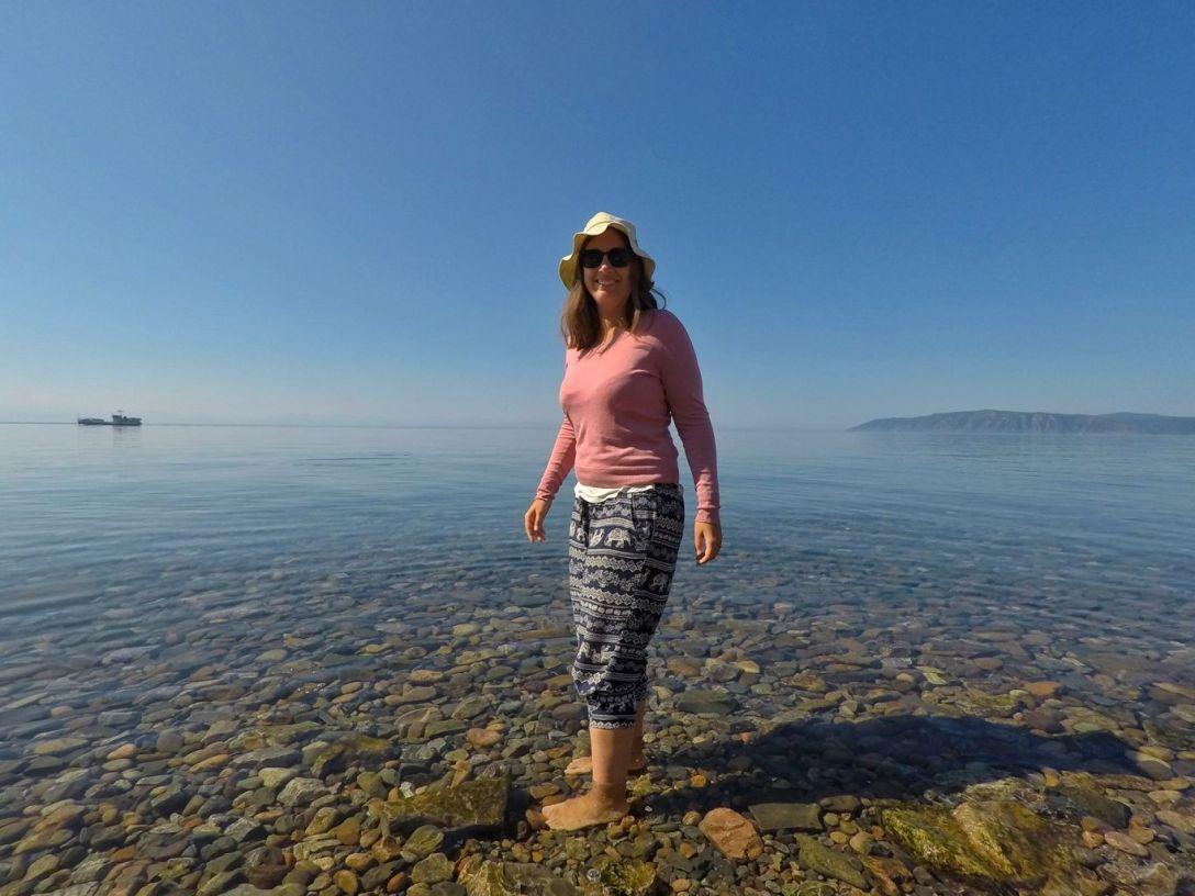 Pieds dans le Baikal
