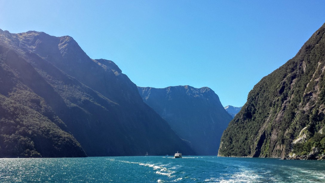 milford_sound_blue_sky
