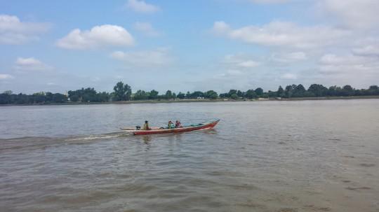 On se balade tranquillement sur la rivière