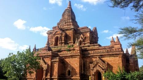 Très jolis ces temples en briques