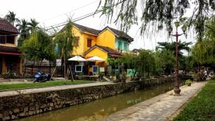 Petit canal à Hoi An